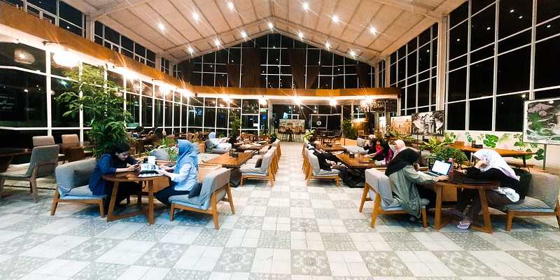 Berbelanja Kenangan Di The PRAJA Coffee and Resto